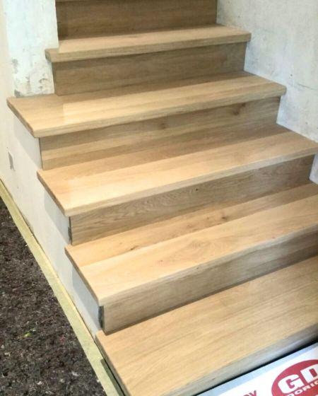 Rivestimento scala in legno